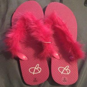 660b5fc4c8f S🆕Bobbie Brooks Soft Fuzzy Flip Flops Size 5 6